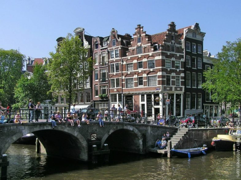 Sixteenth- and Seventeenth century houses at the corner of Brouwersgracht and Prinsengracht in the center of Amsterdam. This is close to the spot where Anton was born -- on a houseboat. -- Photo © Anton Hein